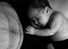 «Το σώμα μου δεν με απογοήτευσε»: Οι «ωμές» φωτογραφίες μιας μαμάς μετά την καισαρική