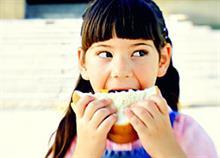 Ποια τρόφιμα επιτρέπεται και ποια απαγορεύεται να πωλούνται στα σχολεία