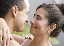 «Πώς η σχέση μου με έναν μικρότερό μου άντρα μου έδωσε ζωή»