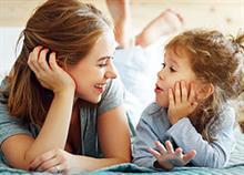 Slow Parenting: Το κίνημα των… χαλαρών γονιών και πώς μπορεί να μας βοηθήσει