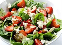 4 χορταστικές και δροσερές σαλάτες για το καλοκαίρι