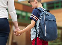 Πώς θα βοηθήσετε το παιδί να προσαρμοστεί στο καινούριο του σχολείο