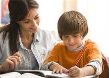 Πώς να βοηθήσετε το παιδί στο διάβασμα χωρίς να το κάνετε «παπαγάλο»