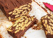 Πώς να φτιάξετε σοκολατένιο γλυκό ψυγείου με μπισκότο