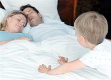 Πώς να σταματήσει το παιδί τις νυχτερινές επισκέψεις στο κρεβάτι σας