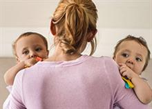 Πώς είναι η καθημερινότητα μιας μαμάς που μεγαλώνει δίδυμα