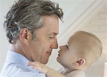 Η ηλικία του μπαμπά μπορεί να επηρεάσει την υγεία του εμβρύου