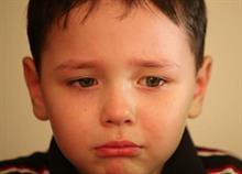 4 κοινωνικά στερεότυπα που βλάπτουν τα αγόρια