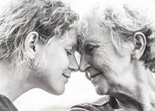Η στιγμή που συνειδητοποιείς πως οι γονείς σου σε χρειάζονται πιο πολύ απ' ότι εσύ εκείνους