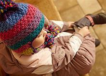 Πώς να διαχειριστείτε το παιδί που θέλει να τα κάνει όλα μόνο του