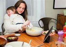 «Τι κάνεις όλη μέρα στο σπίτι;»: Μια μαμά δίνει την δική της απάντηση