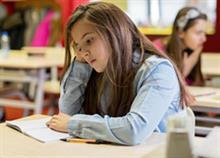 «Δεν με παίζουν στο σχολείο»: Τι να κάνετε όταν το παιδί δεν έχει φίλους