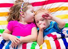 Δύο παιδιά στο ίδιο δωμάτιο: Πώς θα αποφύγετε γκρίνια και καβγάδες