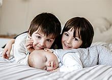 Αδελφική αγάπη: 15  φωτογραφίες που αποδεικνύουν πόσο πολύτιμη είναι!