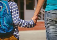 «Η πρώτη φορά που ο γιος μου δεν με αγκάλιασε όταν τον άφησα στο σχολείο»