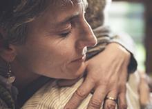 «Ό,τι χρειαστείς, είμαι εδώ»: 5 πράγματα που χρειάζεται κάποιος που πενθεί