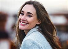 5 χαρακτηριστικά των γοητευτικών γυναικών που δεν έχουν καμία σχέση με την εμφάνιση