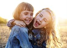 Γιατί η παιδική σου φίλη είναι τόσο πολύτιμη