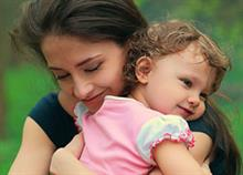 Οι 8 αγκαλιές που γνώρισα μόνο όταν έγινα μαμά
