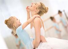 Πώς θα γίνουμε ισχυρά πρότυπα για τις κόρες μας