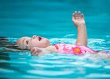 Ξηρός πνιγμός: όσα πρέπει να γνωρίζετε για να μην κινδυνεύσει το παιδί