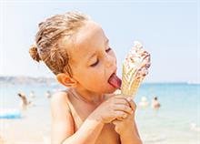 «Μαμά να πάρουμε παγωτό;»: πώς να περιορίσετε τα γλυκά των παιδιών το καλοκαίρι