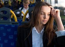 «Η κόρη μου αδιαθέτησε πρώτη φορά στο λεωφορείο και τη βοήθησε ένα αγόρι»