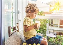 Πώς να αναπληρώσουν τα παιδιά την βιταμίνη D τώρα που δεν βγαίνουν στον ήλιο