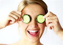 5+1 σπιτικές συνταγές για κουρασμένα μάτια