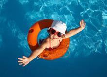 Γιατί δεν πρέπει να πίνετε το νερό της πισίνας