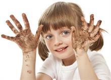 Παιδί και καθαριότητα: Πόσο πρέπει να προστατεύουμε τα παιδιά από τα μικρόβια;