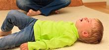 4 τρόποι να ηρεμήσετε το παιδί όταν έχει πάθει υστερία