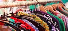 Γιατί είναι πραγματικά απαραίτητο να πλένουμε τα καινούρια ρούχα πριν τα φορέσουμε!