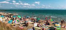 Σε ποιες παραλίες της Αττικής ΔΕΝ πρέπει να κολυμπήσετε με τα παιδιά