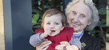 10 γιαγιάδες και παππούδες που ζουν και αναπνέουν για τα εγγόνια τους!