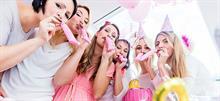 Baby shower και άλλες συνήθειες που θα υιοθετούσε σίγουρα ο... Λαλάκης ο Εισαγόμενος