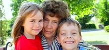 Γιατί οι γιαγιάδες είναι πιο καλές με τα εγγόνια τους απ' ότι ήταν με τα παιδιά τους