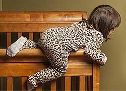Οι κίνδυνοι που καραδοκούν στο παιδικό δωμάτιο και πώς να προστατεύσετε τα παιδιά