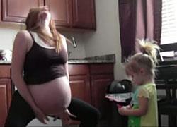 Δεν θα πιστεύετε τι έκανε αυτή η μαμά για να γεννήσει!