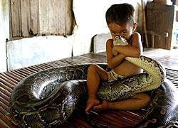 14 απίστευτες φωτογραφίες παιδιών με ασυνήθιστα κατοικίδια!