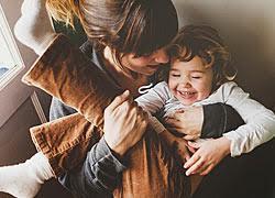Ποια είναι η κατάλληλη νονά για το παιδί