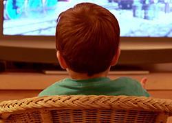 Η τηλεόραση δεν είναι νταντά: 4 σοβαροί λόγοι να την κλείσετε