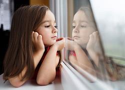 8 πράγματα που θα σας δείξουν ότι το παιδί μπορεί να μείνει με ασφάλεια μόνο του στο σπίτι