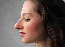 Μακιγιάζ για μεγάλη μύτη: Πώς να την κρύψετε!