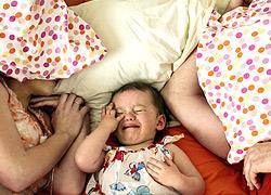 Πώς να κοιμίσετε το παιδί σε... 70 «απλά» βήματα!