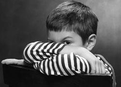 Γιατί είναι επικίνδυνο να ζητάμε από ένα παιδί να κρατά μυστικά