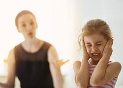 Πώς οι απαιτήσεις μας κάνουν τα παιδιά μας δυστυχισμένα