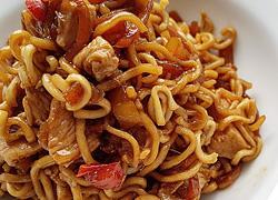 H απόλυτη συνταγή για noodles με κοτόπουλο... απ' τα χεράκια σας!