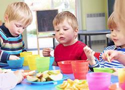 Τι να κάνετε αν το παιδί δεν τρώει στον παιδικό σταθμό