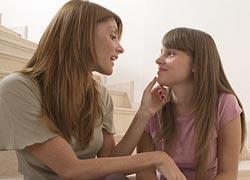 Η κουβέντα που πρέπει να κάνεις με την κόρη σου για τις σχέσεις